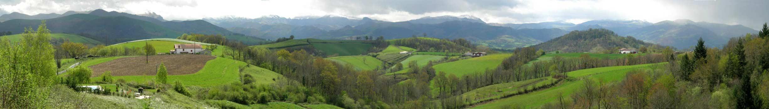 Près de Saint Jean Pied de Port, la montagne du pays Basque.